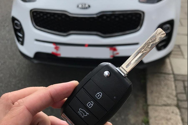 replacement car keys for breakdown and vehicles by the roadside